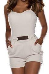 kurzer Jumpsuit in der Farbe beige - Ein edles Sommeroutfit für den Urlaub oder zum Shoppen in der Stadt