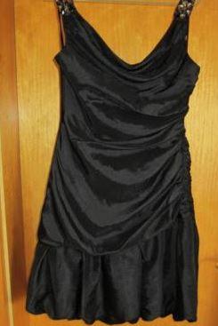 Gebrauchtes einmal getragenes schwarzes Abendkleid der Marke Zero